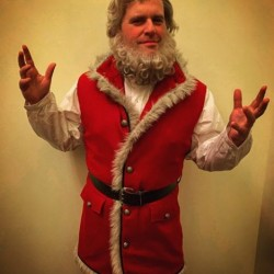 The Christmas Chronicles movie Santa Claus costume